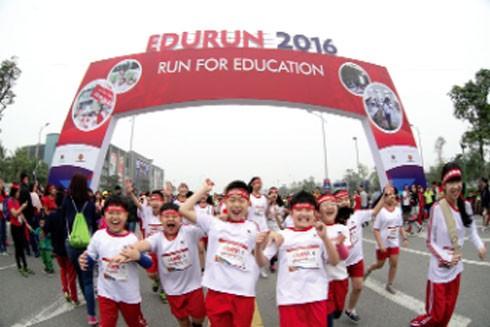 Hơn 10.000 người đã tham gia Giải chạy Vì giáo dục Edurun 2016. Chương trình được tổ chức nhằm hướng tới việc quyên góp quỹ xây trường cho trẻ em nghèo
