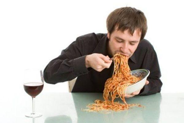 Ăn quá nhanh dễ mắc bệnh tim và tiểu đường