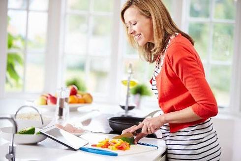 Dụng cụ nấu ăn có thể chứa những độc tố ảnh hưởng đến sức khỏe con người