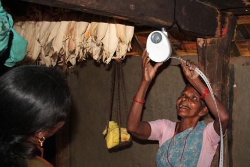 Ánh sáng rẻ tiền mang lại hy vọng mới cho người dân những nơi nghèo nhất trên thế giới