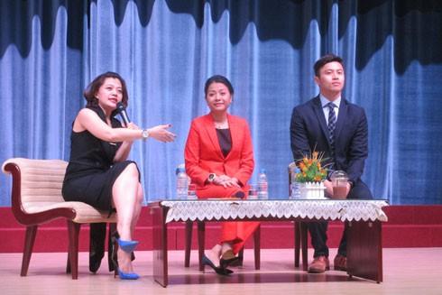 """Cả 3 diễn giả có sức hút kỳ lạ với các sinh viên ham mê trở thành """"chiến binh"""" khởi nghiệp"""