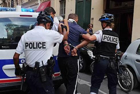 Triệt phá đường dây tội phạm đưa trẻ em sang Pháp để móc túi kiếm triệu USD ảnh 1