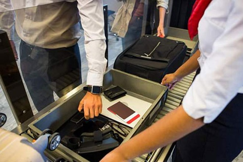 Những món đồ bị đánh cắp tại sân bay khá đa dạng, từ máy tính xách tay đến ví, đồ trang điểm, thậm chí là tro cốt của người thân