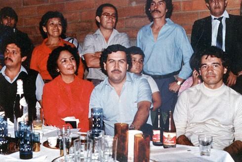 Pablo Escobar và các thành viên gia đình tội phạm lũng đoạn chính trường Colombia