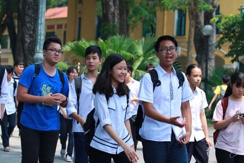 Nghẹt thở vào lớp 10 công lập ở Hà Nội: Thi xong rồi mà vẫn nóng ruột ngóng trông ảnh 2