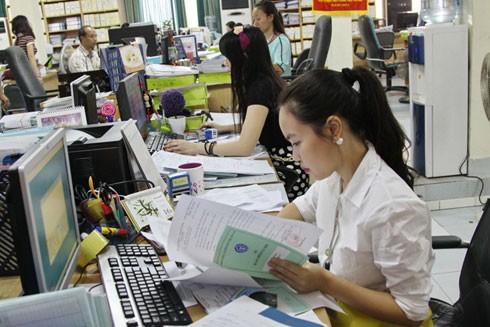 Người sử dụng lao động có trách nhiệm trả sổ bảo hiểm xã hội cho người lao động (Ảnh minh họa)