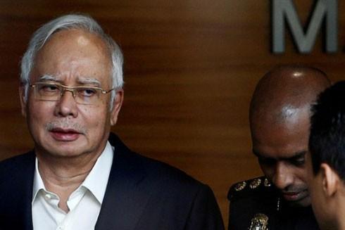Cựu Thủ tướng Najib Razak đến làm việc với Cơ quan chống tham nhũng Malaysia hôm 24-5
