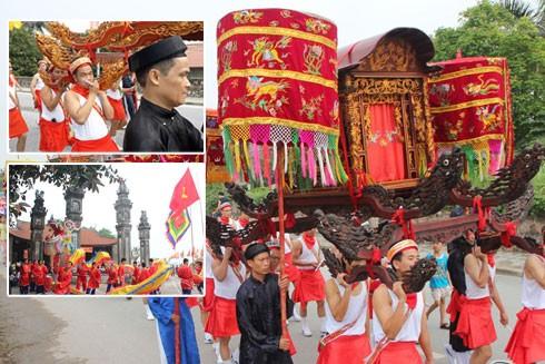 Hội làng Chèm được diễn ra vào thời điểm khá đặc biệt trong năm là dịp rằm tháng 5 âm lịch