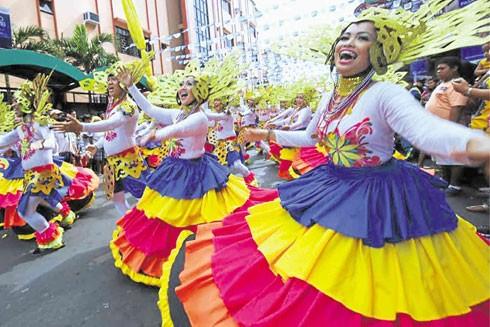 Ở Philippines, khắp nơi người ta nhảy múa hát ca