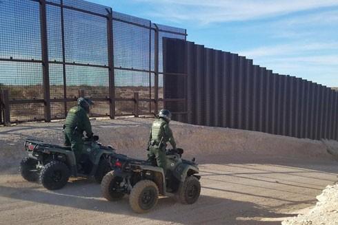 Chính quyền Tổng thống Donald Trump muốn Quốc hội Mỹ chi 25 tỷ USD để xây dựng bức tường dọc biên giới với Mexico nhằm ngăn chặn người nhập cư bất hợp pháp