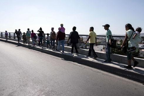 Dòng người di cư tiến về khu vực biên giới Mexico - Mỹ ở Tijuana, bang Baja California (Mexico)