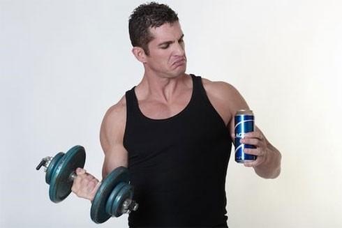 Tại sao không nên uống bia rượu sau khi chơi thể thao?