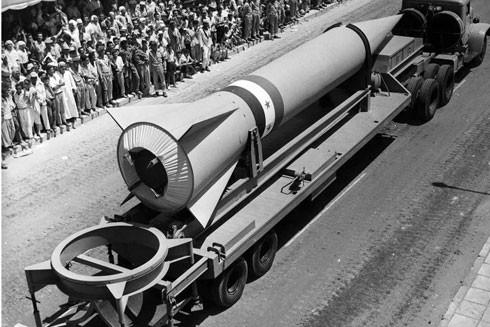 Tên lửa Ai Cập trong một cuộc diễu binh ở Cairo mùa Hè năm 1964