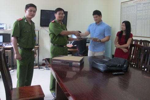CAQ Nam Từ Liêm bàn giao, trao trả tài sản cho anh Beak Jong S.