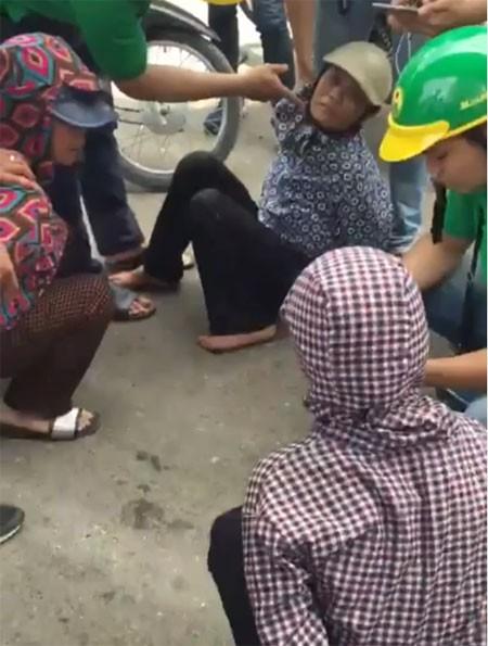 Nhóm móc túi bị các trinh sát bắt quả tang trên đường Láng