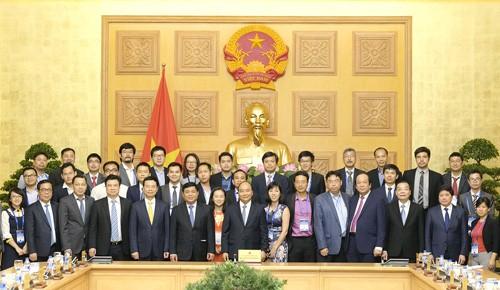 Thủ tướng Nguyễn Xuân Phúc khẳng định, Chính phủ sẽ tạo môi trường tốt nhất cho trí thức người Việt ở nước ngoài có điều kiện phát huy kiến thức, kinh nghiệm