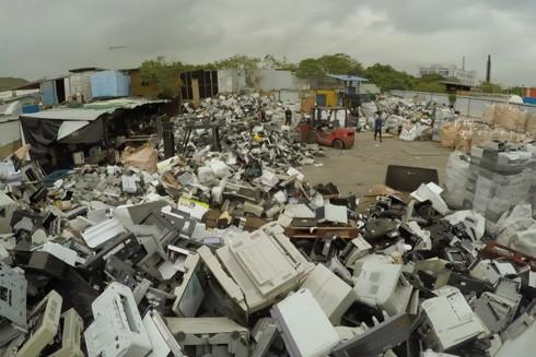 Một công ty bị truy tố và phạt nặng vì nhập rác thải điện tử ảnh 1