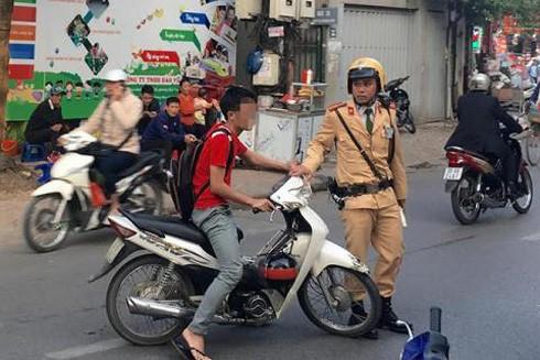 Vi phạm giao thông, chống đối CSGT có bị truy cứu trách nhiệm hình sự? ảnh 1