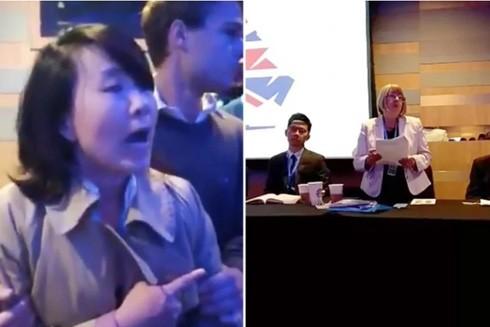 Gây náo loạn hội nghị, nữ phóng viên của Đài Truyền hình CCTV bị mời ra khỏi phòng họp