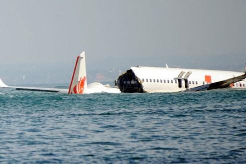 Chiếc Boeing 737-800 bị vỡ đôi của Hãng hàng không Lion Air, năm 2013