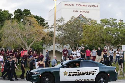 Cảnh sát có mặt tại hiện trường vụ xả súng hôm 14-2