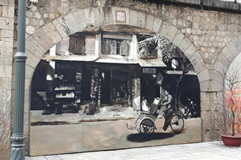 Những bức tường đá cổ ở phố Phùng Hưng chất chứa một Hà Nội nhuốm màu thời gian
