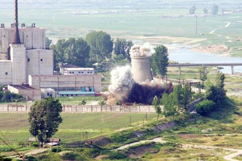 Hình ảnh Triều Tiên công bố việc phá hủy một bộ phận làm mát tại cơ sở hạt nhân Yongbyon trước đây