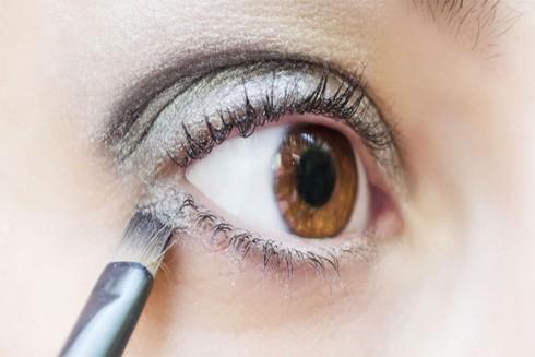 Mẹo sử dụng bút kẻ mắt trắng để mắt đẹp hơn ảnh 1