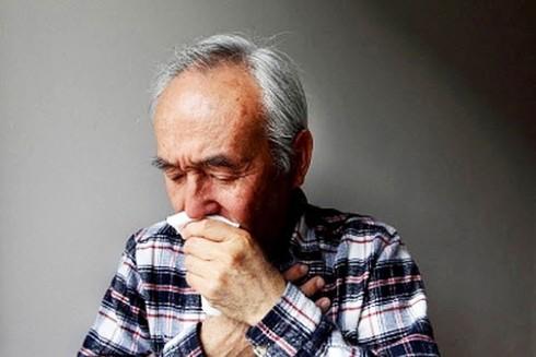 Cảnh giác với viêm phế quản cấp ở người già