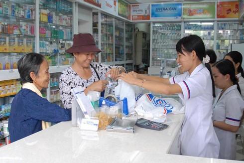 Tình trạng mua bán, sử dụng thuốc kháng sinh một cách bừa bãi đã và đang diễn ra (Ảnh minh họa)