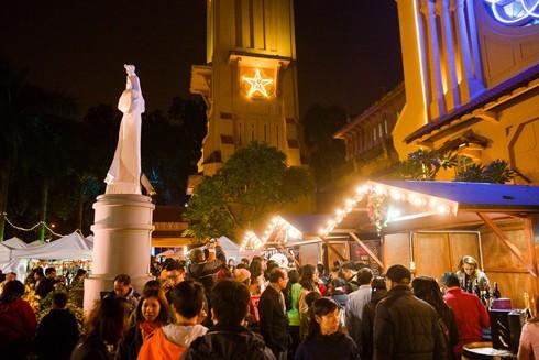 Hội chợ Giáng sinh ở nhà thờ Cửa Bắc