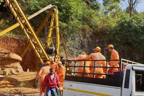 Ấn Độ nỗ lực giải cứu 15 thợ mỏ mắc kẹt trong hầm gần hai tuần