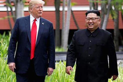 Tổng thống Mỹ Donald Trump và nhà lãnh đạo Triều Tiên Kim Jong-un trong cuộc gặp thượng đỉnh đầu tiên hồi tháng 6-2018 ở Singapore