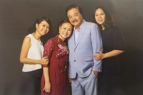 Nữ doanh nhân Trần Uyên Phương bên những người thân yêu