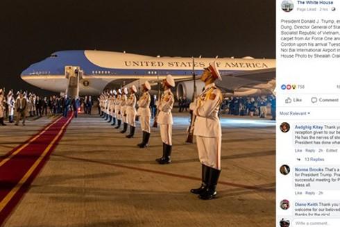 Hình ảnh đăng trên Fanpage của Nhà Trắng cho thấy Tổng thống Mỹ Donald Trump nhận được sự đón tiếp trọng thể khi tới Việt Nam