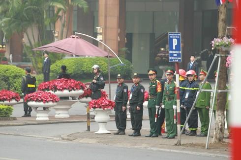 Các lực lượng phối hợp bảo vệ an ninh trật tự tại các địa điểm diễn ra Hội nghị Thượng đỉnh