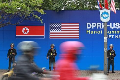Công an Hà Nội trong những ngày diễn ra Hội nghị thượng đỉnh đã nhận được sự hỗ trợ hết sức trách nhiệm, hiệu quả của lực lượng Quân đội để hoàn thành xuất sắc nhiệm vụ. Ảnh: LAM THANH