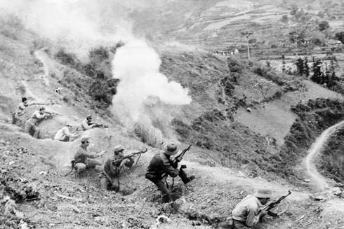 Các chiến sĩ lực lượng công an vũ trang (nay là bộ đội biên phòng) dũng cảm chiến đấu giữ vững pháo đài Đồng Đăng (Lạng Sơn) trong cuộc chiến đấu bảo vệ biên giới phía Bắc, tháng 2-1979.