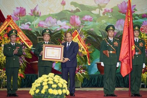 Thay mặt lãnh đạo Đảng, Nhà nước, Thủ tướng Nguyễn Xuân Phúc trao Huân chương Quân công hạng Nhất tặng Bộ đội Biên phòng