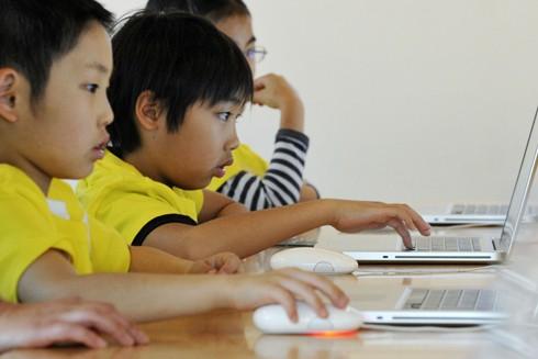 Trẻ em ngày nay nếu không có biện pháp hạn chế thì rất dễ u mê trong thế giới internet