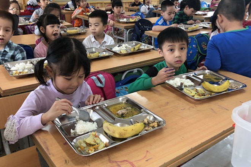 Học sinh được đảm bảo cân bằng dinh dưỡng với đa dạng thực phẩm theo dự án bữa ăn học đường