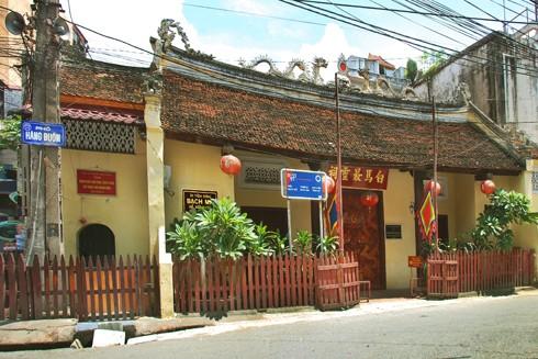 Đền Bạch Mã trên phố Hàng Buồm, Hoàn Kiếm, Hà Nội chính là trấn Đông kinh thành Thăng Long xưa
