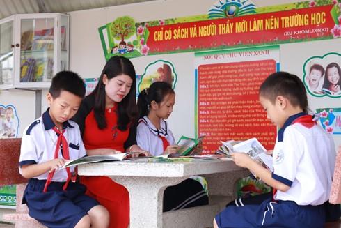 Học sinh đến trường cần được đọc những cuốn sách hướng lũ trẻ đến với những giá trị như lòng can đảm, sự cao thượng, và tình thương yêu con người