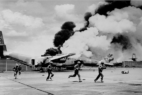 Bộ đội Sư đoàn 10 - Quân đoàn 3 đánh chiếm sân bay Tân Sơn Nhất