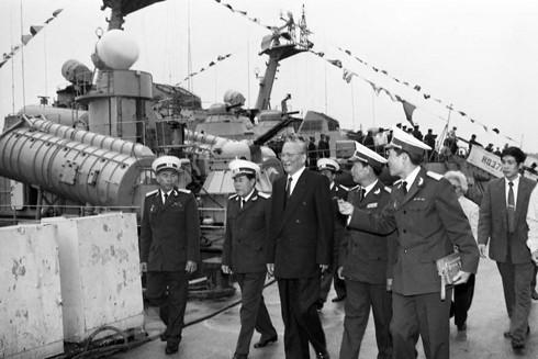 Chủ tịch nước Lê Đức Anh thăm các đơn vị Hải quân vùng 3 ngày 9-1-1996