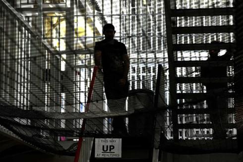 Hàng trăm tù nhân ở Anh có vấn đề về sức khỏe tâm thần nghiêm trọng phải chờ đợi trong thời gian dài trước khi được chuyển đến bệnh viện điều trị