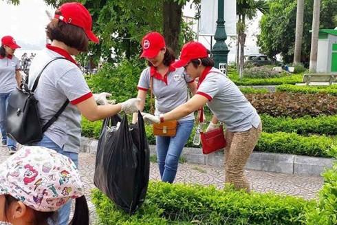 Hoạt động nhặt rác hưởng ứng tháng vì môi trường của nhóm 91-94 Hà Nội