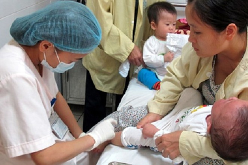 Sở Y tế Hà Nội yêu cầu rà soát lại việc tiêm chủng vaccine phòng sởi của trẻ