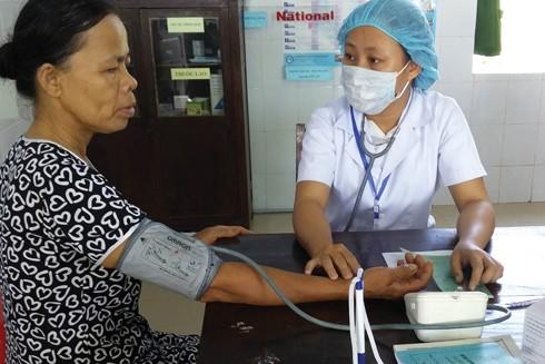 Người dân cần đến các cơ sở y tế để bác sĩ tư vấn và khám chữa bệnh