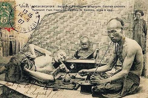 Thuốc phiện đã được thực dân mang vào đầu độc người dân Đông Dương